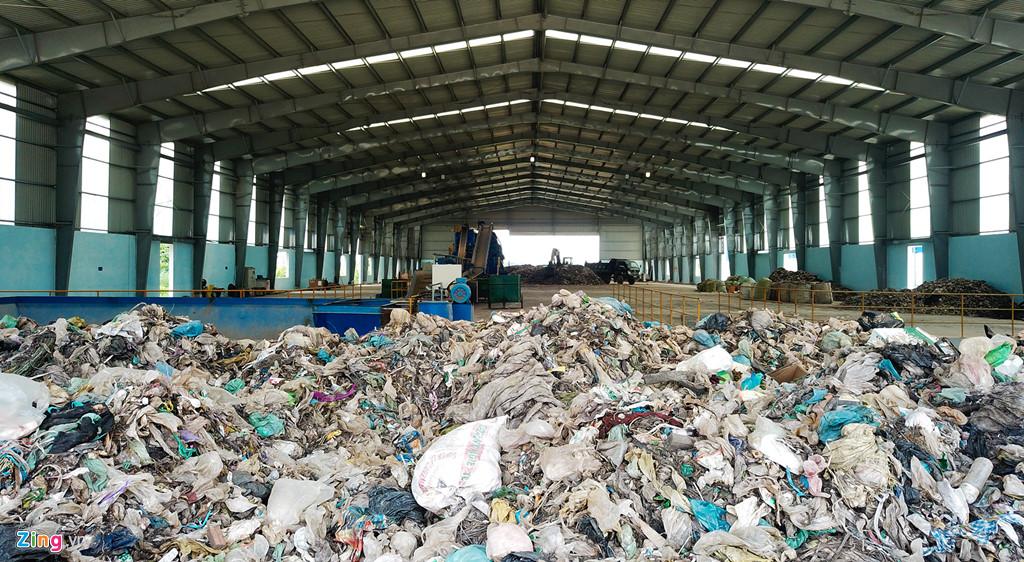 Nhà máy xử lý rác 300 tỷ 'đắp chiếu' sau 2 năm khởi công