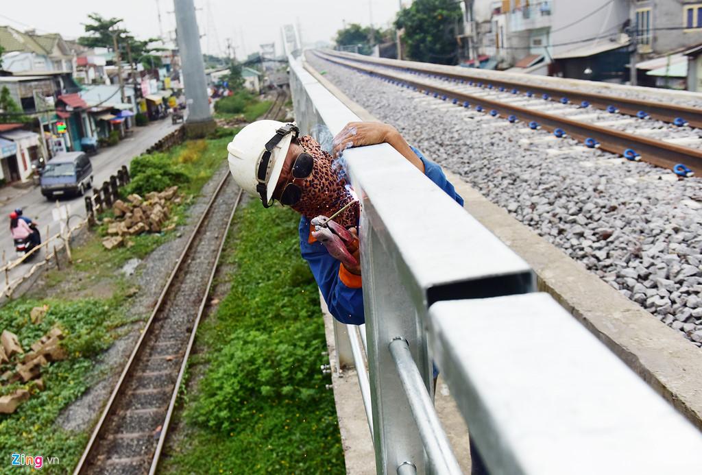 Chuyen tau cuoi bang qua cau sat Binh Loi sau hon 100 nam su dung hinh anh 7