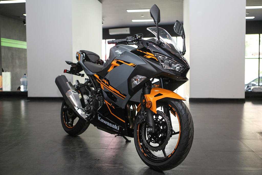 Cac mau moto gia 150 trieu phu hop cho nguoi moi choi hinh anh 4 12KawasakiNinja400_Zing.jpg