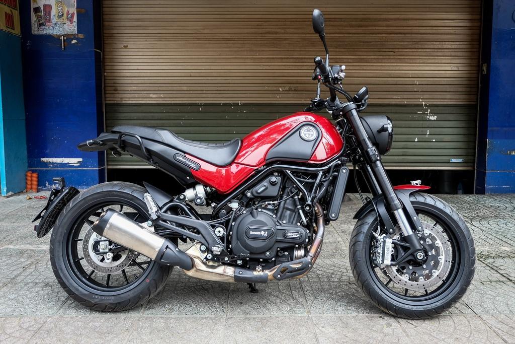 Cac mau moto gia 150 trieu phu hop cho nguoi moi choi hinh anh 9 Benelli_Leoncino_Zing.jpg