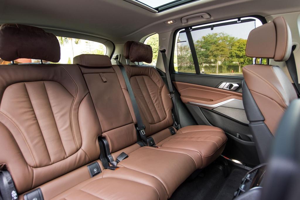 Chon Mercedes-Benz GLE hay BMW X5 khi mua SUV 7 cho hang sang? hinh anh 11 BMW_X5_2020_42_.jpg