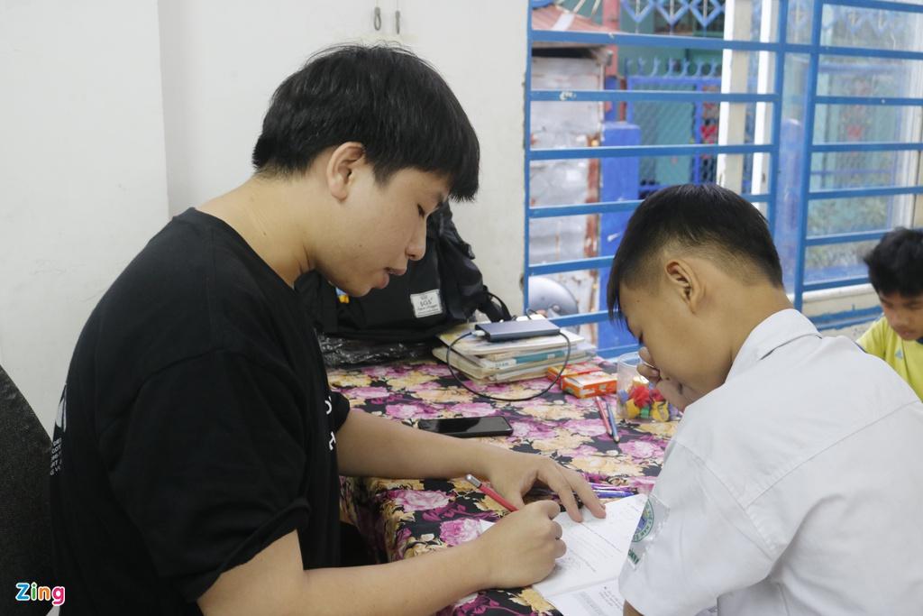 Lop hoc tinh thuong cua thay giao 9X o TP.HCM hinh anh 5 12_zing_min.JPG