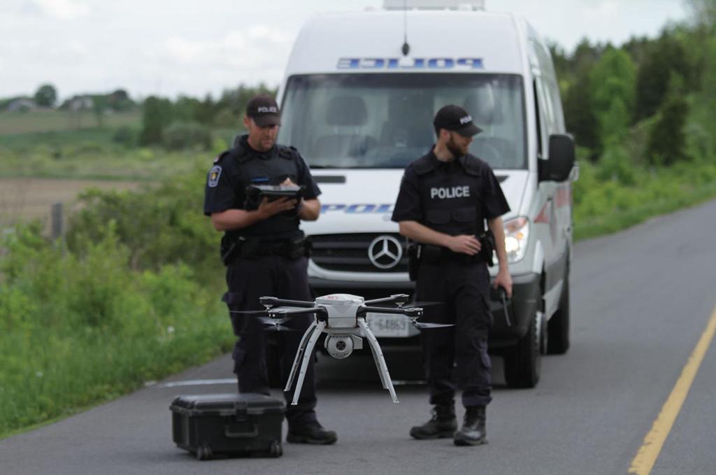 Đua xe trên đường phố sẽ bị drone quân sự truy đuổi từ trên không - ảnh 1