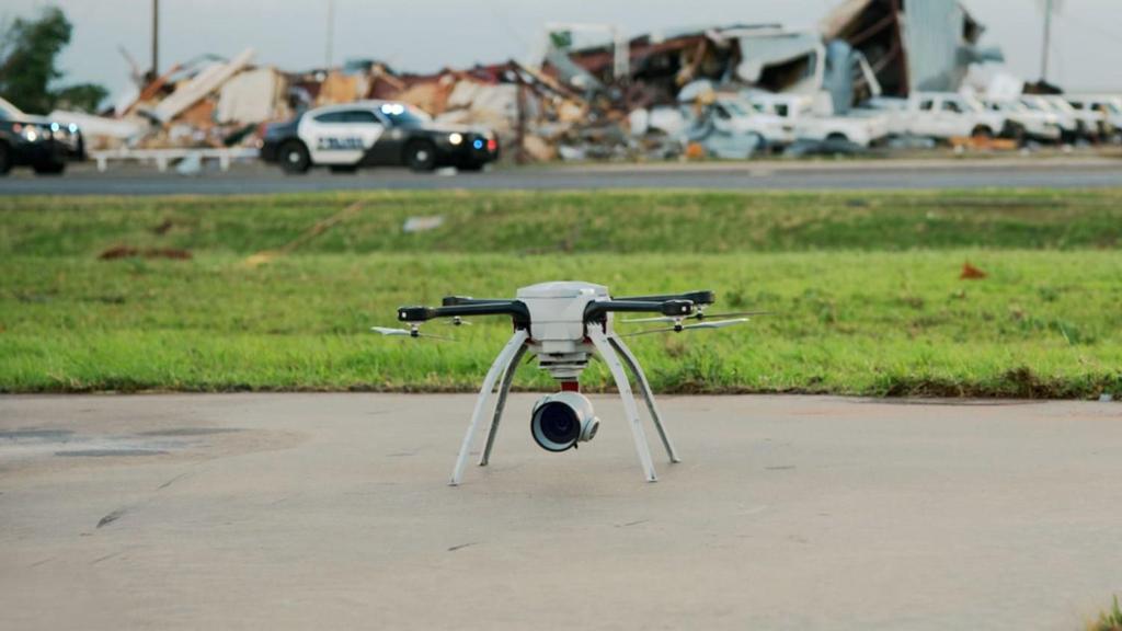 Đua xe trên đường phố sẽ bị drone quân sự truy đuổi từ trên không - ảnh 2