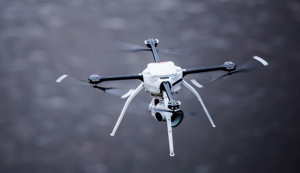 Đua xe trên đường phố sẽ bị drone quân sự truy đuổi từ trên không - ảnh 4