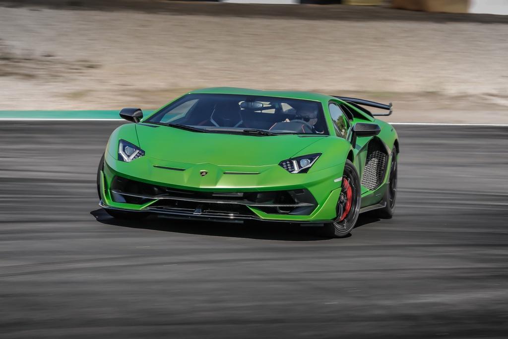 Sieu xe va nhung ky luc toc do vang danh thap ky hinh anh 7 Lamborghini_Aventador_SVJ.jpg