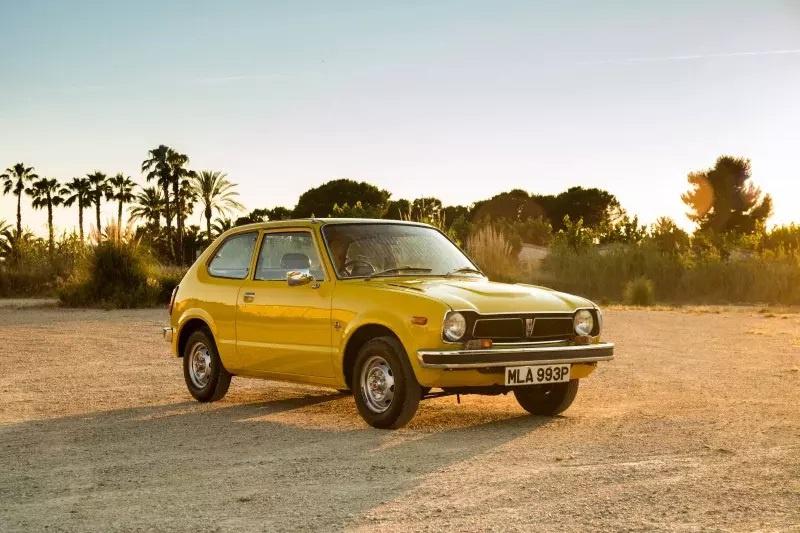 Nhung mau oto cuu nha san xuat thoat khoi canh pha san hinh anh 12 1972_Honda_Civic.jpg