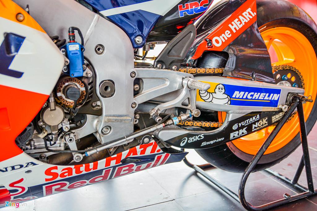 Chi tiet Honda RC213V tri gia 2 trieu USD ma Marc Marquez tung cam lai hinh anh 15