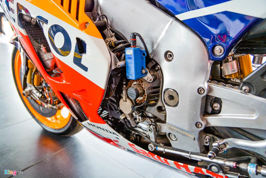 Chi tiet Honda RC213V tri gia 2 trieu USD ma Marc Marquez tung cam lai hinh anh 16