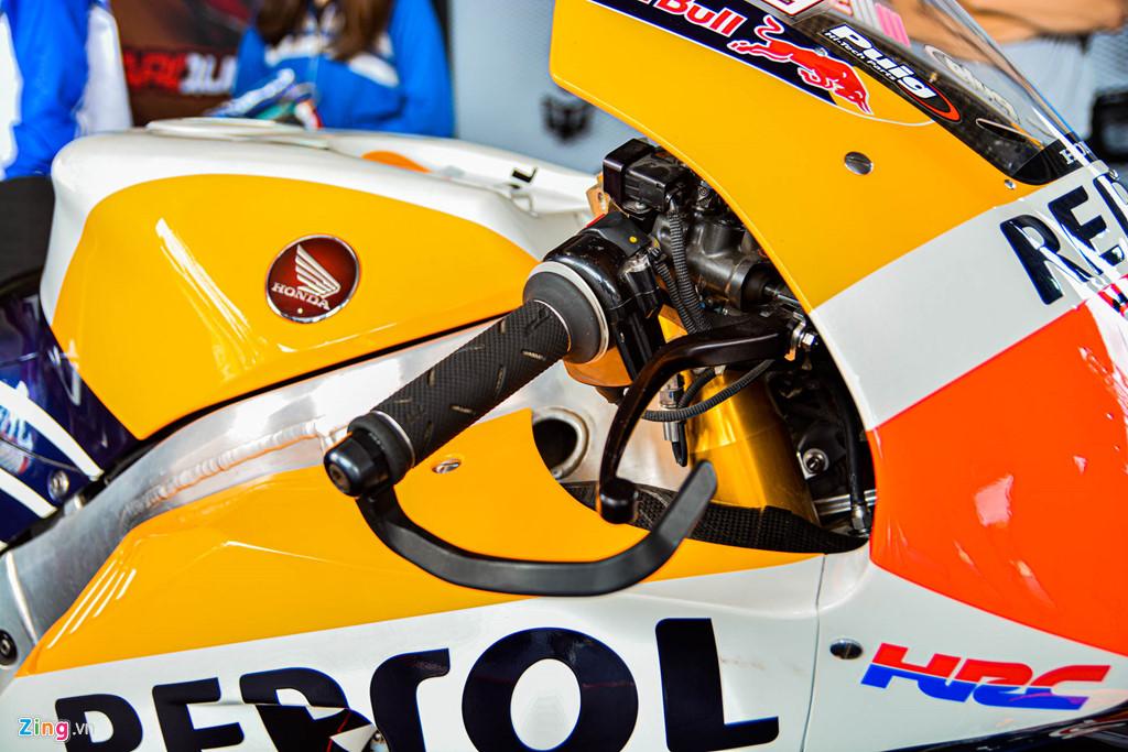 Chi tiet Honda RC213V tri gia 2 trieu USD ma Marc Marquez tung cam lai hinh anh 13