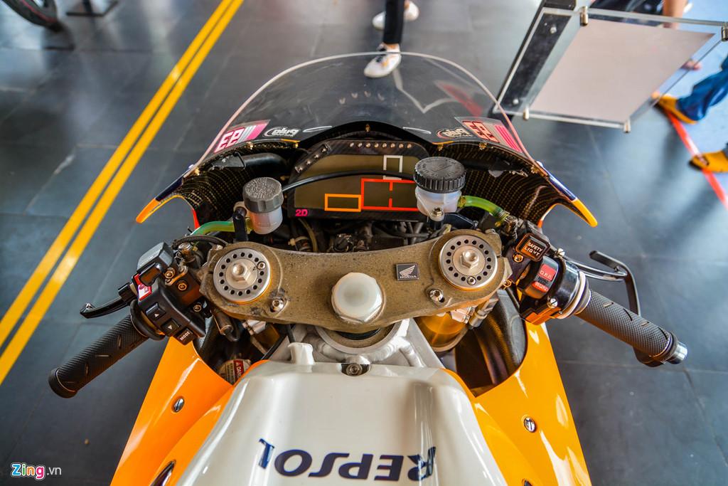 Chi tiet Honda RC213V tri gia 2 trieu USD ma Marc Marquez tung cam lai hinh anh 3