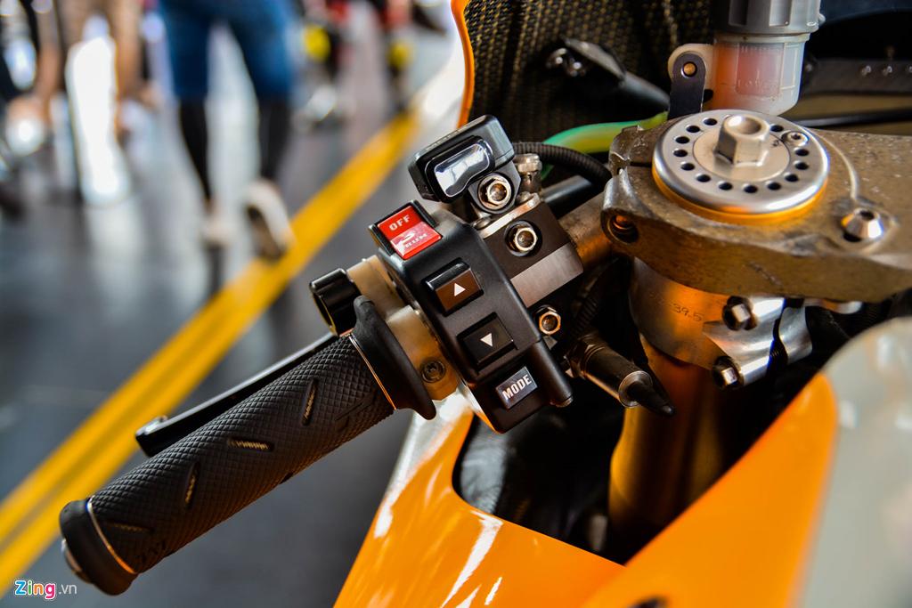 Chi tiet Honda RC213V tri gia 2 trieu USD ma Marc Marquez tung cam lai hinh anh 4