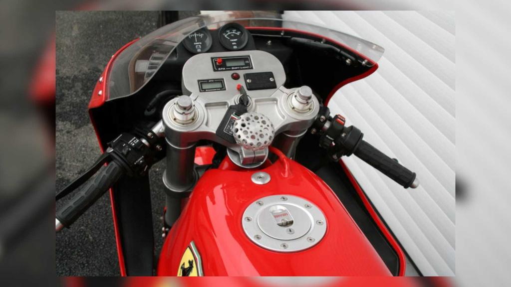 Kham pha chiec moto Ferrari doc nhat the gioi hinh anh 3 3_Ferrari900.jpg