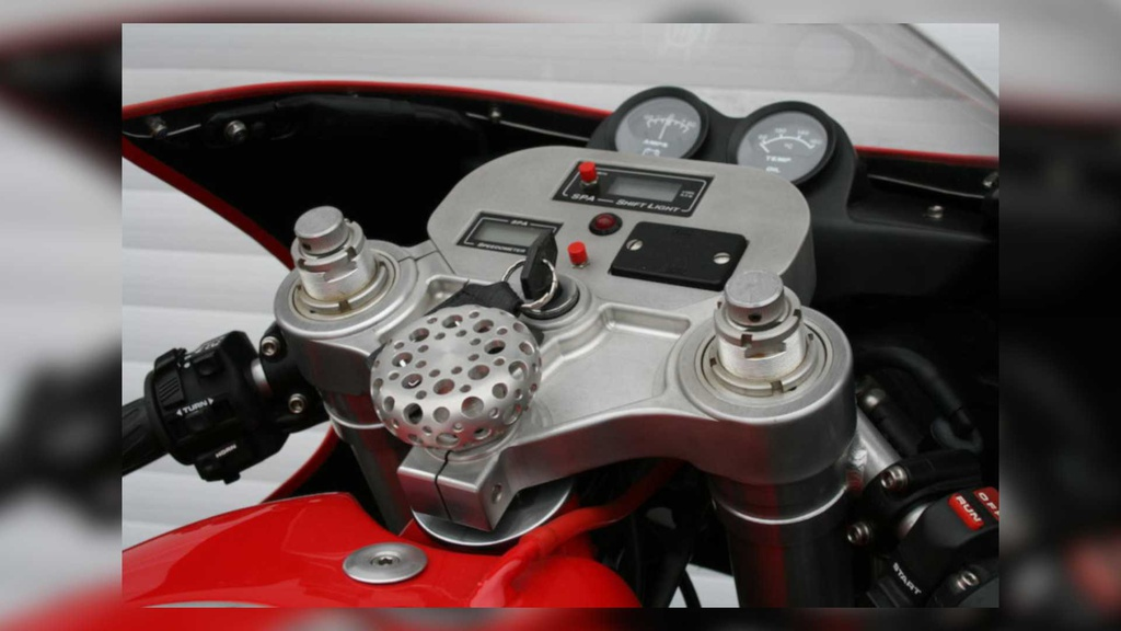 Kham pha chiec moto Ferrari doc nhat the gioi hinh anh 5 5_Ferrari900.jpg