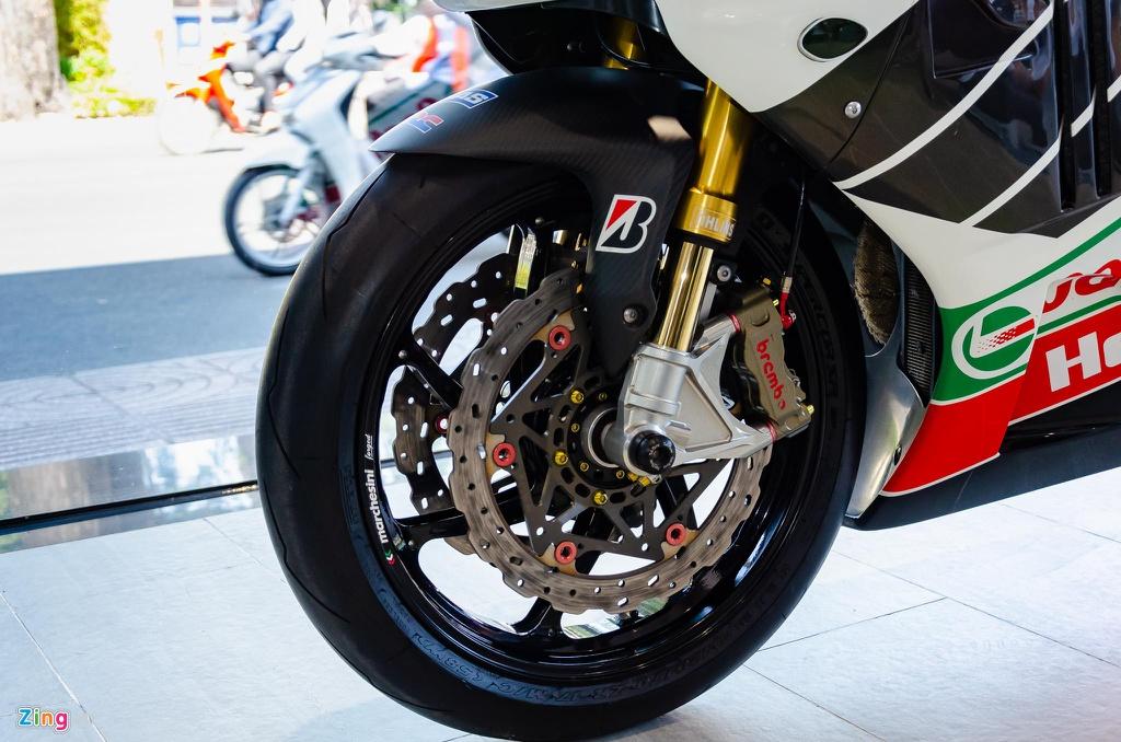 Chi tiet moto dua chay pho Honda VTR 1000 RC51 SP2 doc nhat VN hinh anh 3 Honda_VTR1000_SP2_Zing_24_.jpg