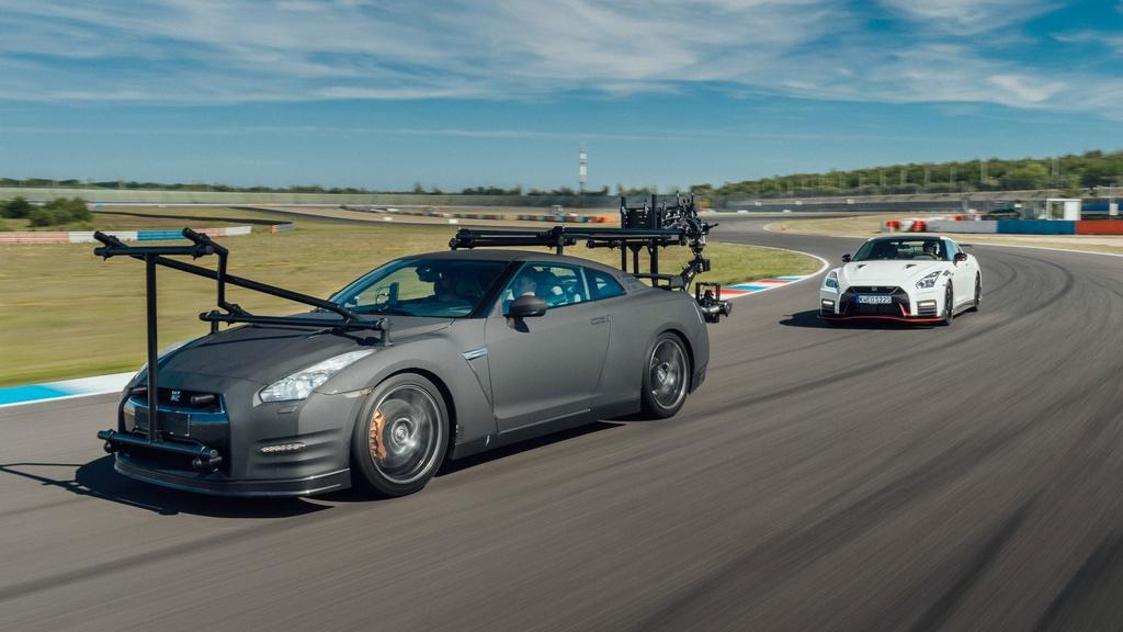 Chiec Nissan GT-R dung lam xe quay phim, nhanh hon ca xe dua hinh anh 1 1_GTRcamera.jpg