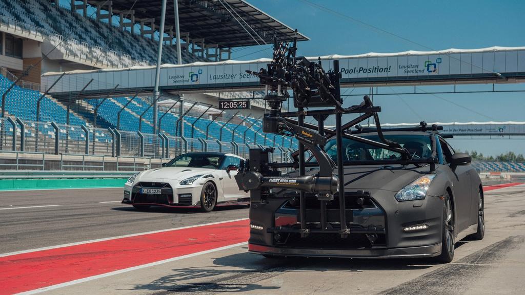 Chiec Nissan GT-R dung lam xe quay phim, nhanh hon ca xe dua hinh anh 7 7_GTRcamera.jpg