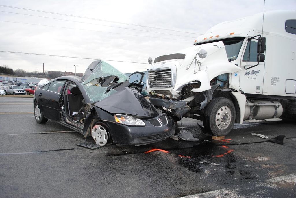 Nhung nguyen nhan pho bien khien oto boc chay hinh anh 7 Truck_Accident_Lawyer_Columbia_South_Carolina.jpg