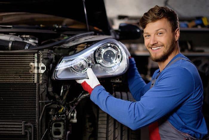 Nhung nguyen nhan pho bien khien oto boc chay hinh anh 4 headlights_fixing.jpg