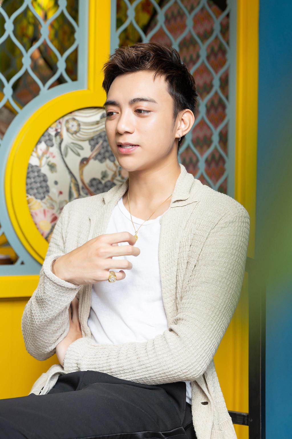Soobin Hoang Son: 'Khi kiet que, toi goi dien cho me va bat khoc' hinh anh 6