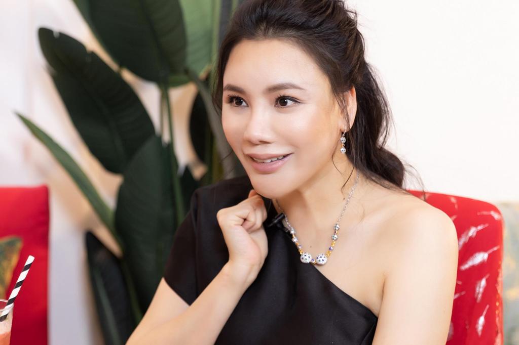 Ho Quynh Huong: 'Toi chanh, rat luy tinh va tieu tien khong can dem!' hinh anh 1