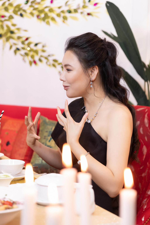 Ho Quynh Huong: 'Toi chanh, rat luy tinh va tieu tien khong can dem!' hinh anh 2