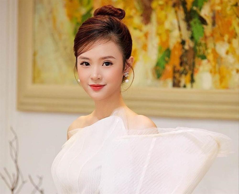 Hot girl Viet tai tieng, khoe than co cua nao tan cong showbiz? hinh anh 4
