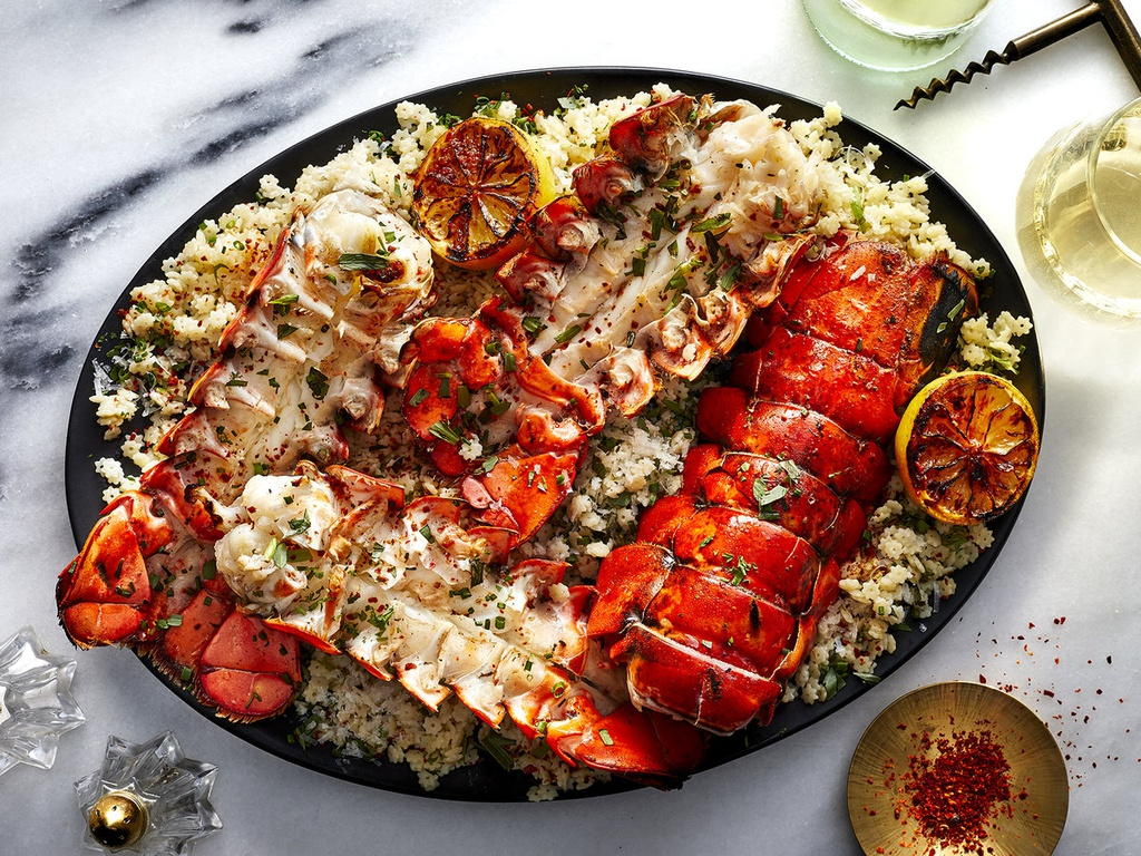 Nhung loai tom hum hiem nhat the gioi hinh anh 1 fwcooks-grilled-lobster-tails-with-pasta-recipe2019_344.jpg