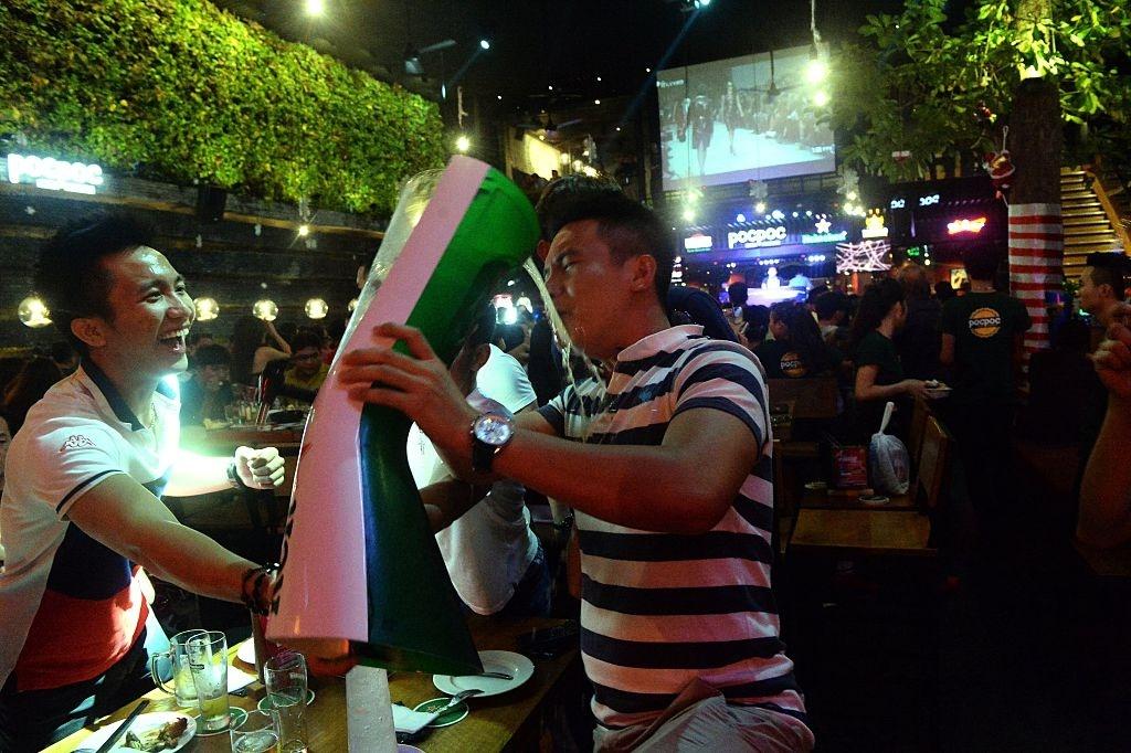 Bao Tay chi cach uong bia cua nguoi Viet Nam hinh anh 5 5e11d0c729e39.jpg