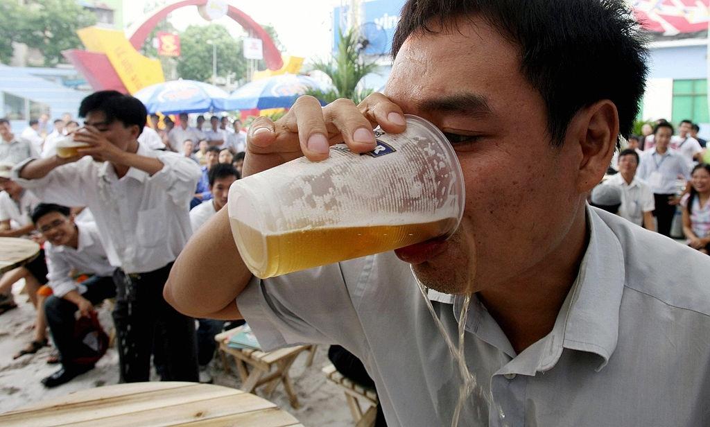 Bao Tay chi cach uong bia cua nguoi Viet Nam hinh anh 6 k.jpg
