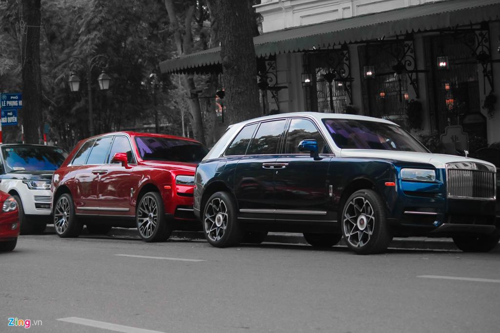 Bo doi SUV sieu sang Rolls-Royce Cullinan lan dau 'dung do' tai Ha Noi hinh anh 1
