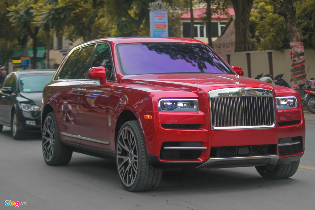 Bo doi SUV sieu sang Rolls-Royce Cullinan lan dau 'dung do' tai Ha Noi hinh anh 2