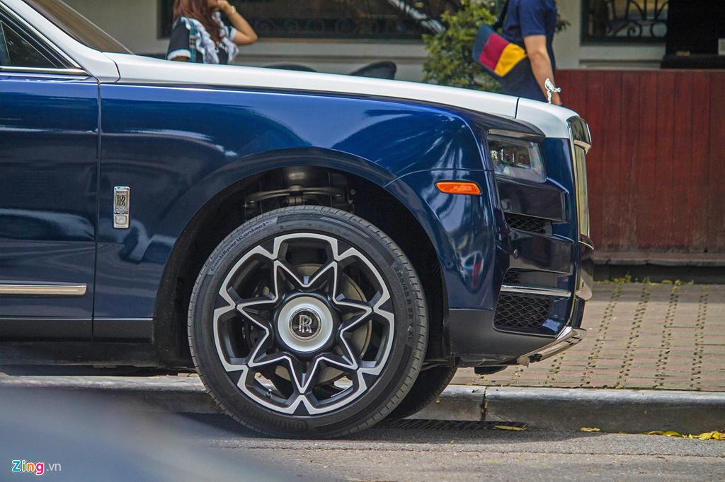Bo doi SUV sieu sang Rolls-Royce Cullinan lan dau 'dung do' tai Ha Noi hinh anh 3