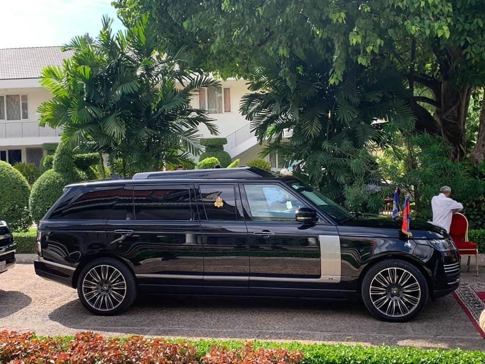 Vua Campuchia di SUV chong dan den le hoi trong cay hinh anh 1