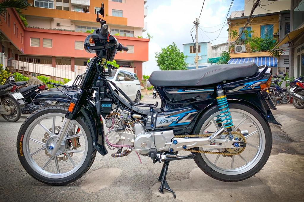 'Huyen thoai' Honda Dream voi dan phu kien 200 trieu hinh anh 1