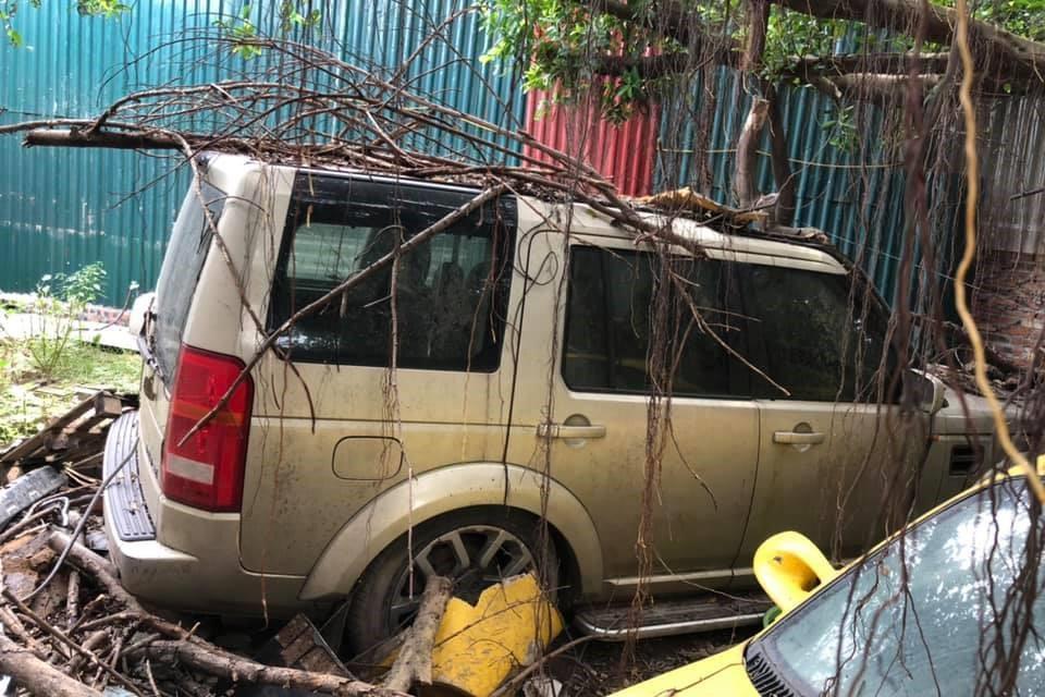 Ford Mustang, Hummer H2, Land Rover bi bo roi tai Ha Noi hinh anh 9
