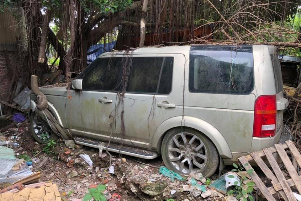 Ford Mustang, Hummer H2, Land Rover bi bo roi tai Ha Noi hinh anh 4