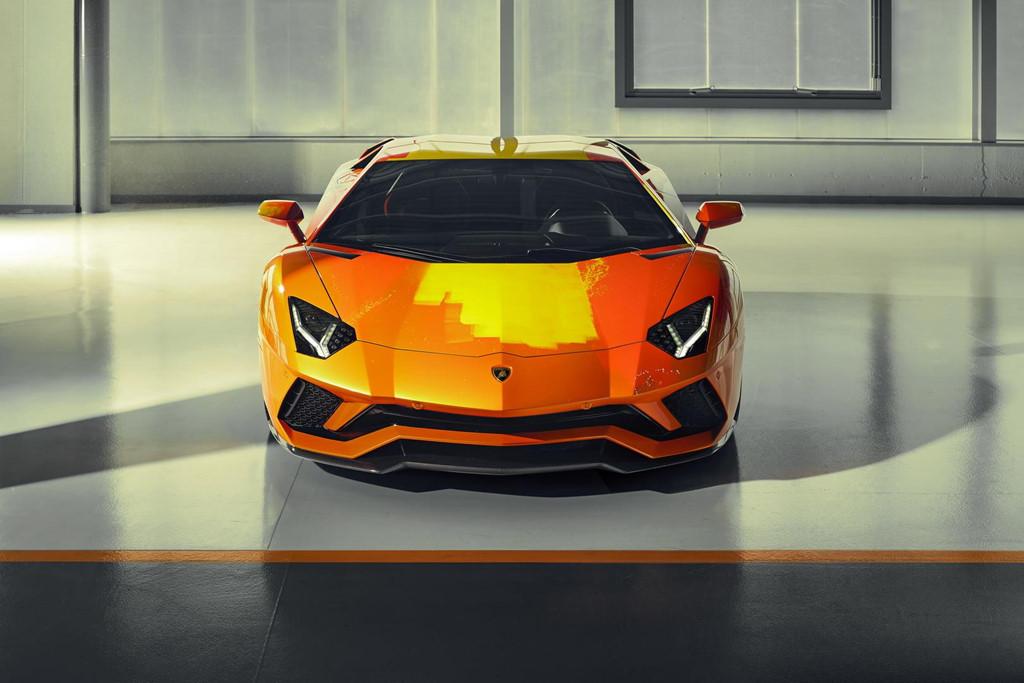 Ngam Lamborghini Aventador S 'ban ve tay' cua thanh nien 19 tuoi hinh anh 7