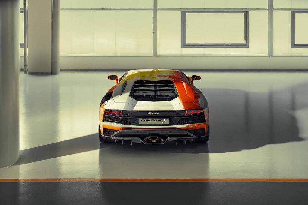 Ngam Lamborghini Aventador S 'ban ve tay' cua thanh nien 19 tuoi hinh anh 3