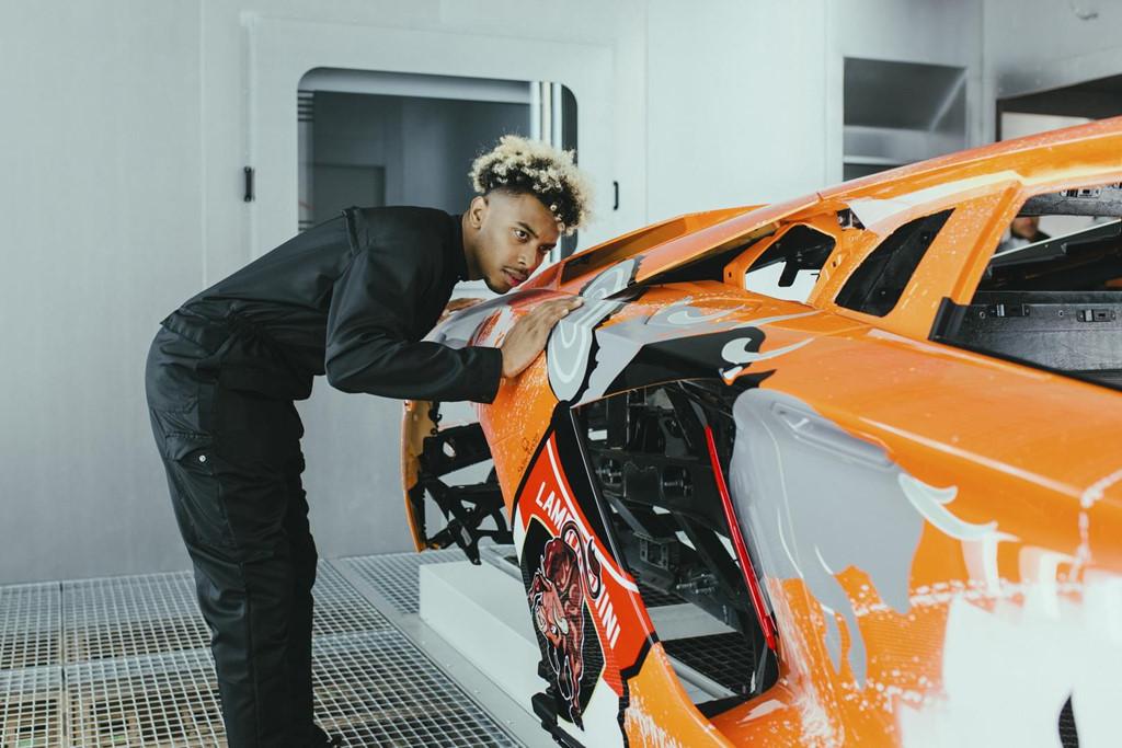 Ngam Lamborghini Aventador S 'ban ve tay' cua thanh nien 19 tuoi hinh anh 5