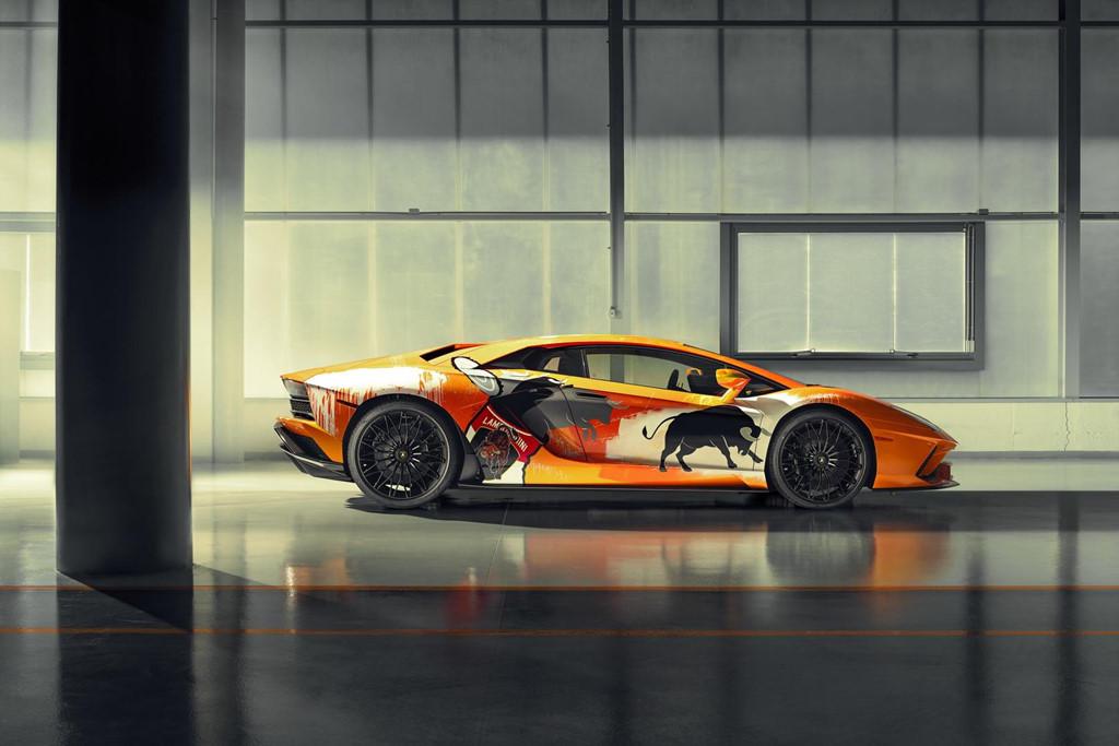 Ngam Lamborghini Aventador S 'ban ve tay' cua thanh nien 19 tuoi hinh anh 2