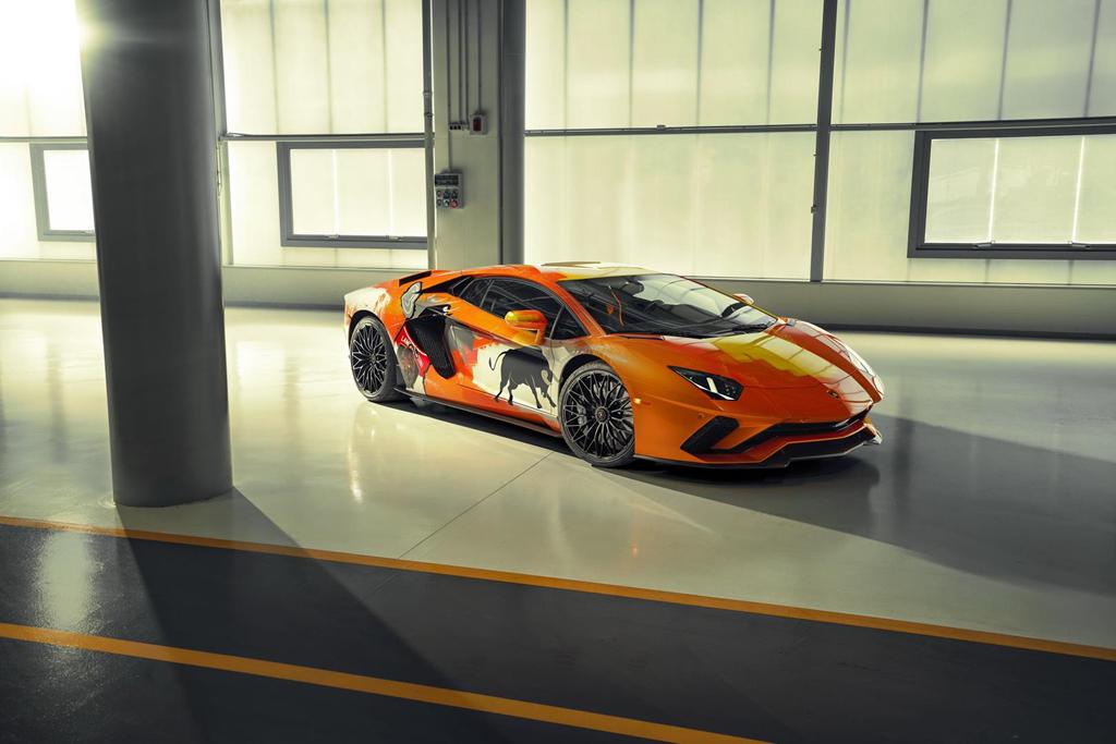 Ngam Lamborghini Aventador S 'ban ve tay' cua thanh nien 19 tuoi hinh anh 1