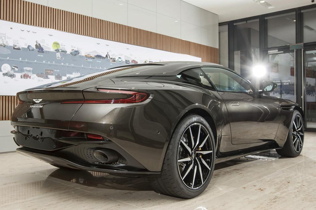 Sieu xe Aston Martin DB11 Kopi Bronze doc nhat VN gia 16 ty da co chu hinh anh 3