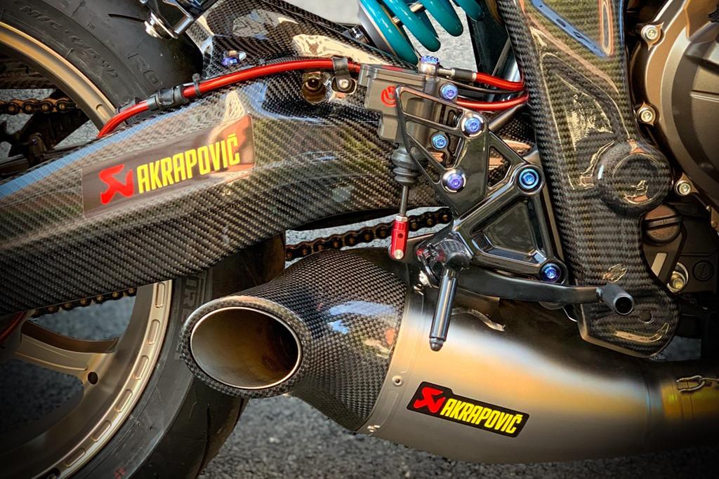 Honda CB650R voi goi do hang hieu cua biker SG, dat hon ca xe moi hinh anh 10