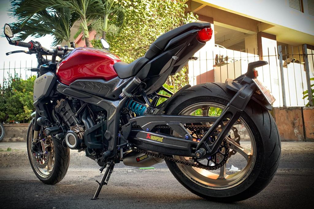 Honda CB650R voi goi do hang hieu cua biker SG, dat hon ca xe moi hinh anh 11