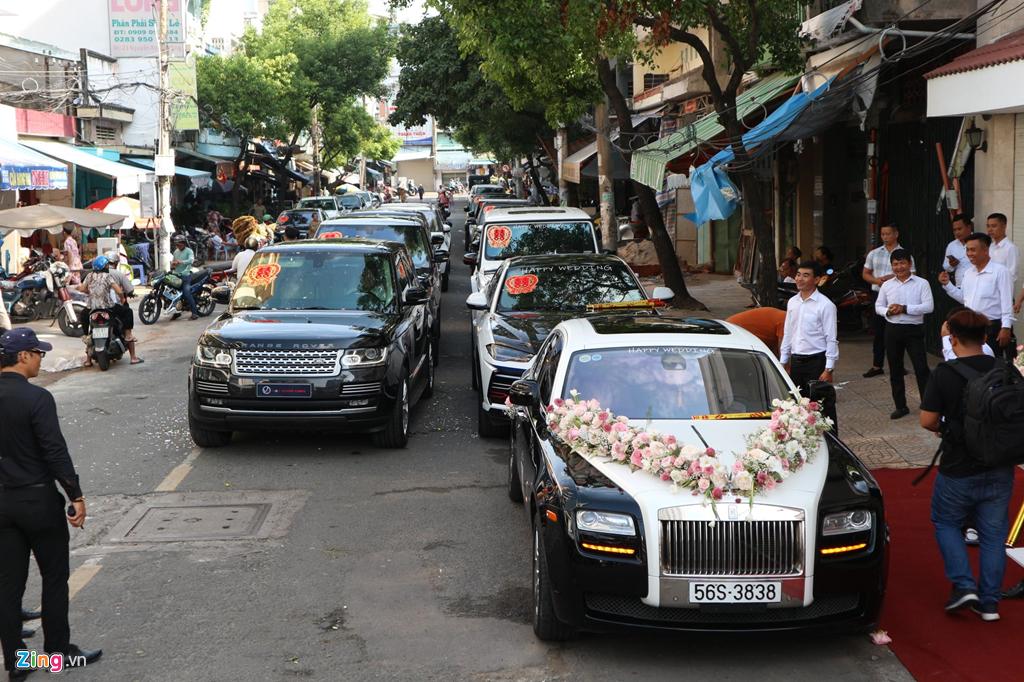 Dan xe dua dau con gai Minh Nhua vang bong sieu xe Pagani Huayra hinh anh 2