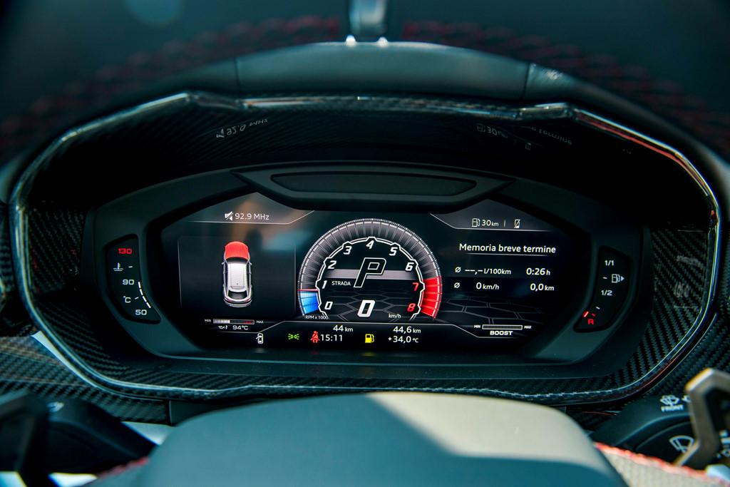 Sieu SUV Lamborghini Urus chinh hang thu 3 cap ben VN hinh anh 19