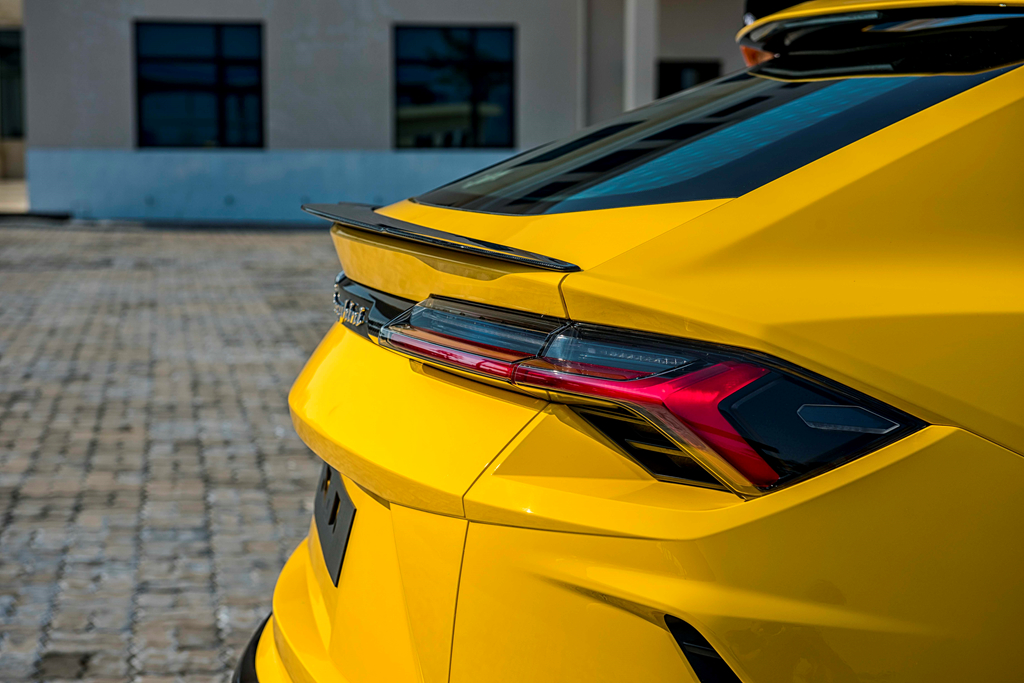 Sieu SUV Lamborghini Urus chinh hang thu 3 cap ben VN hinh anh 9