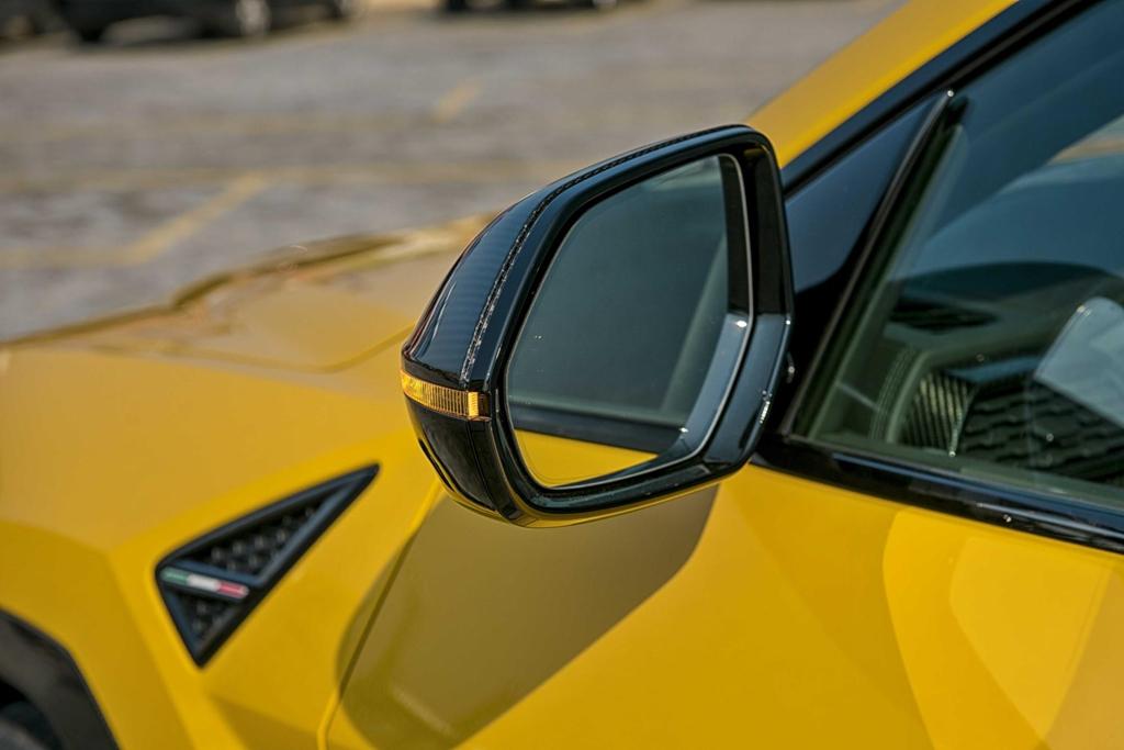 Sieu SUV Lamborghini Urus chinh hang thu 3 cap ben VN hinh anh 21