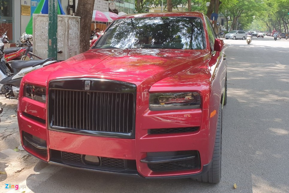 Rolls-Royce Cullinan mau do doc xuat hien tai Ha Noi voi dien mao moi hinh anh 6